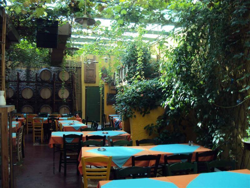 Τα 7 μυστικά ταβερνάκια της Αθήνας που θα 'σκάσεις' από το φαγητό με (ούτε)10 ευρώ!