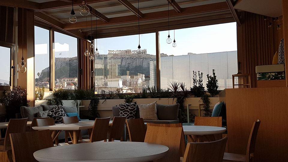 Αθήνα: Αχνιστός καφές στα 7 μαγαζιά με θέα που κόβει την ανάσα