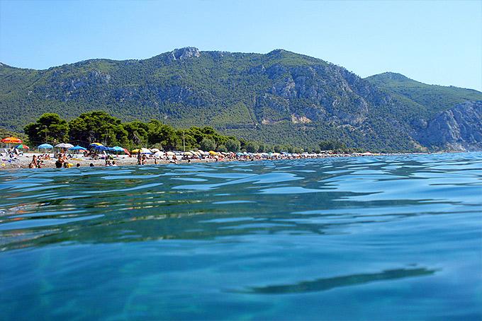 """5+1 Τάσος Δούσης """"Αυτές είναι ίσως κάποιες από τις ομορφότερες κρυφές παραλίες της Αττικής"""""""