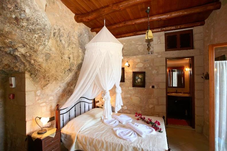 Airbnb: Τα 10 πιο απίστευτα σπίτια στην Ελλάδα! Πυργόσπιτα,σπηλιές και αρχοντικά