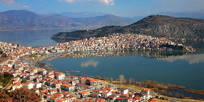 Καστοριά: 10 λόγοι που την μια από τις ομορφότερες ελληνικές πόλεις… εκεί στον βορρά