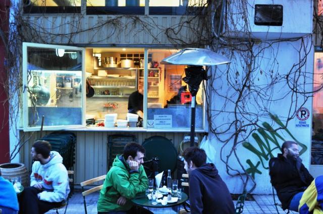 Τα μεζεδοπωλεία της Κυριακής: Σε αυτά τα αθηναϊκά μέρη θα φας πολύ καλά με λιγότερα από €15!